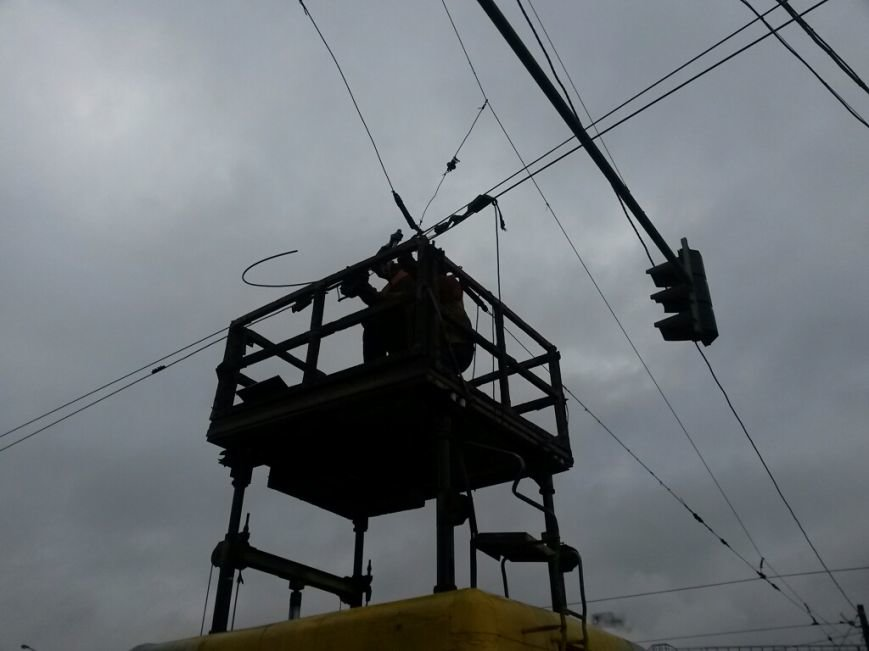 В Мариуполе в Ильичевском районе парализовано движение электротранспорта (ФОТО), фото-3