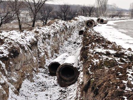 В Горловке в открытую разбирают водовод около посёлка Комарова, фото-2