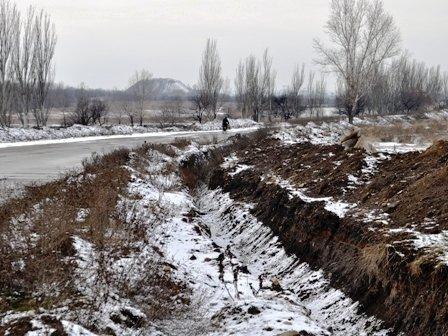 В Горловке в открытую разбирают водовод около посёлка Комарова, фото-1