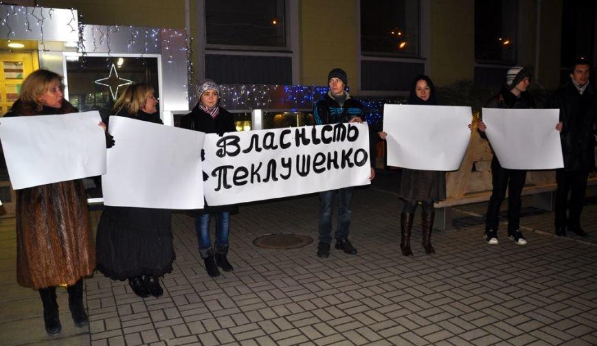 В Запорожье активисты пикетировали кафе «семьи Пеклушенко» (ФОТО), фото-2