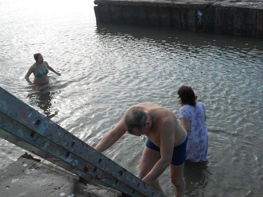 На Левобережье Мариуполя - праздничные купания (ФОТО), фото-7