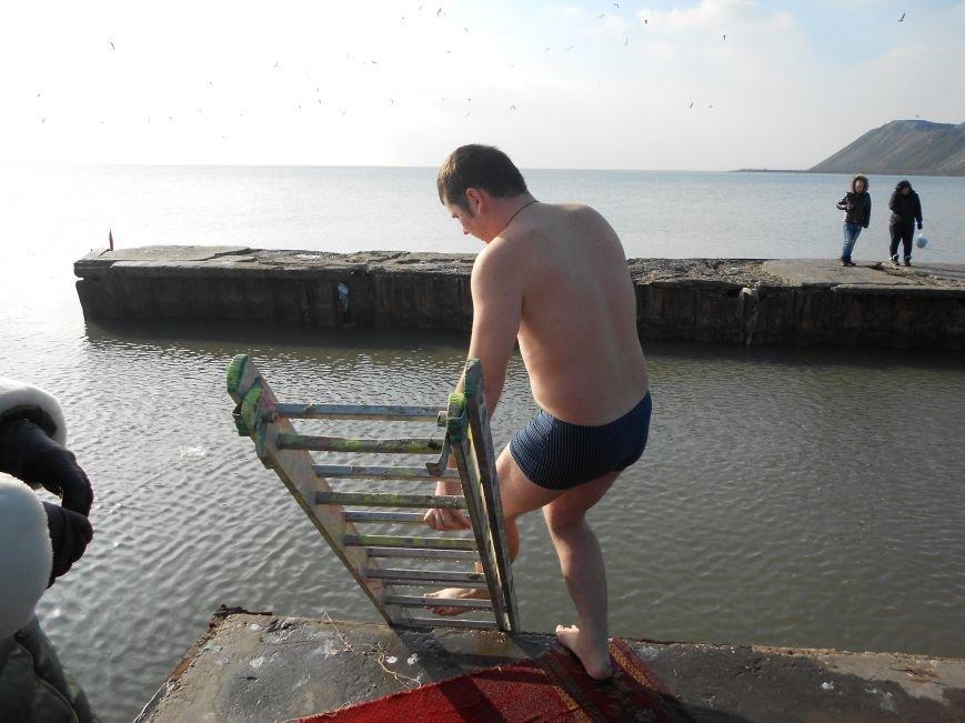 На Левобережье Мариуполя - праздничные купания (ФОТО), фото-8