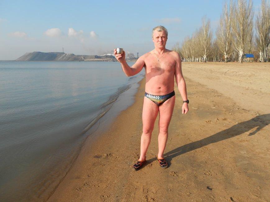 На Левобережье Мариуполя - праздничные купания (ФОТО), фото-13