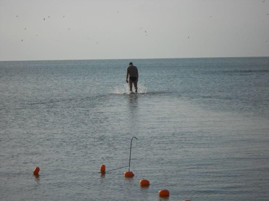 На Левобережье Мариуполя - праздничные купания (ФОТО), фото-1