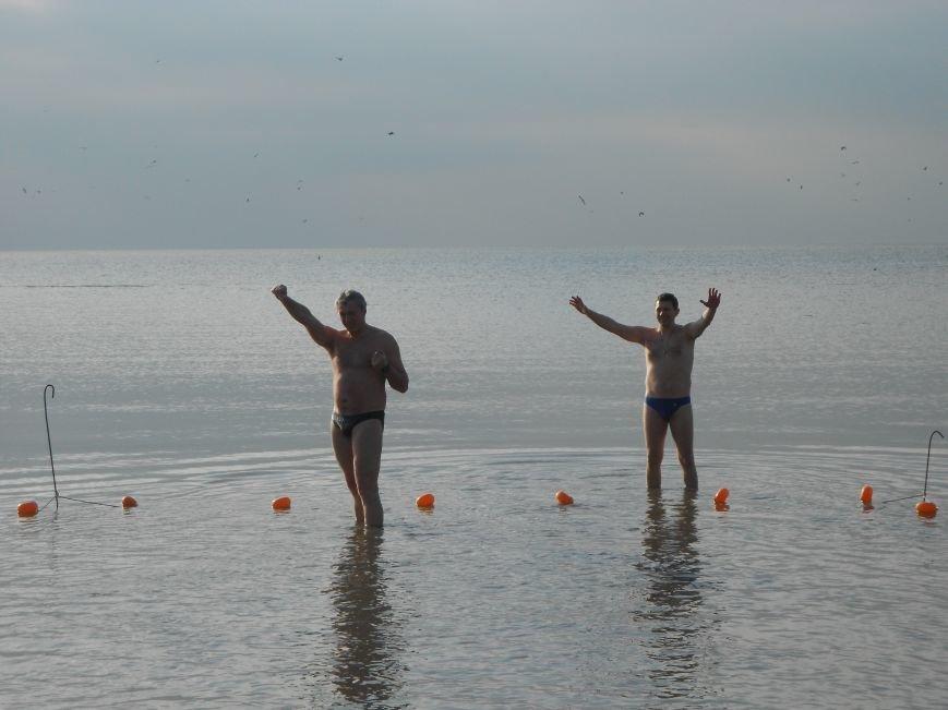 На Левобережье Мариуполя - праздничные купания (ФОТО), фото-3