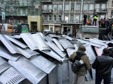У Києві – сутички мітингуючих з міліцією, Кличка «погасили» (фото, відео), фото-2