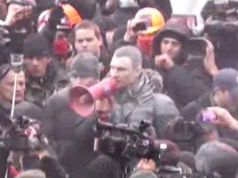 У Києві – сутички мітингуючих з міліцією, Кличка «погасили» (фото, відео), фото-3
