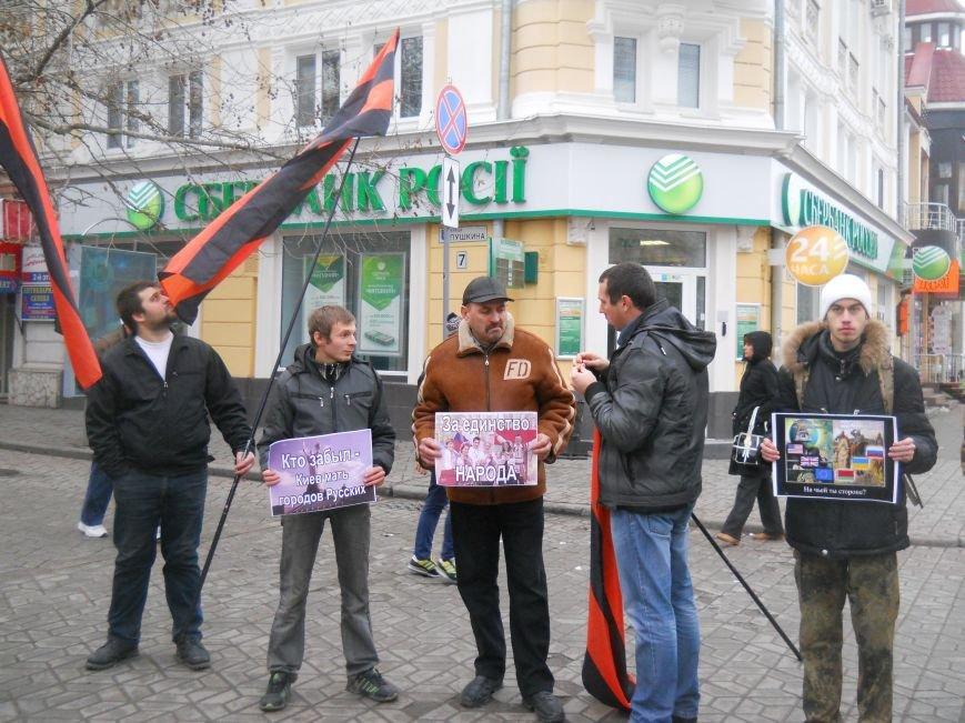 В центре Симферополя митинговали за объединение «русских народов» и в поддержку «Беркута» (ФОТО, ВИДЕО), фото-2