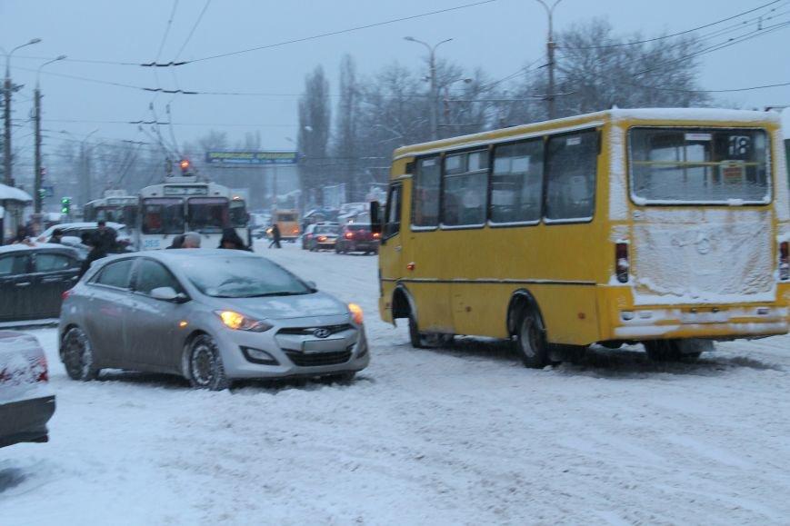 Столкновение микроавтобуса и иномарки застопорило дорогу в центре Сум (ФОТО), фото-5