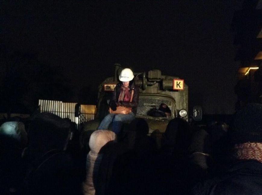В центре Киева массовые столкновения с бойцами Внутренних войск (ОБНОВЛЯЕТСЯ, ФОТО, ВИДЕО), фото-3