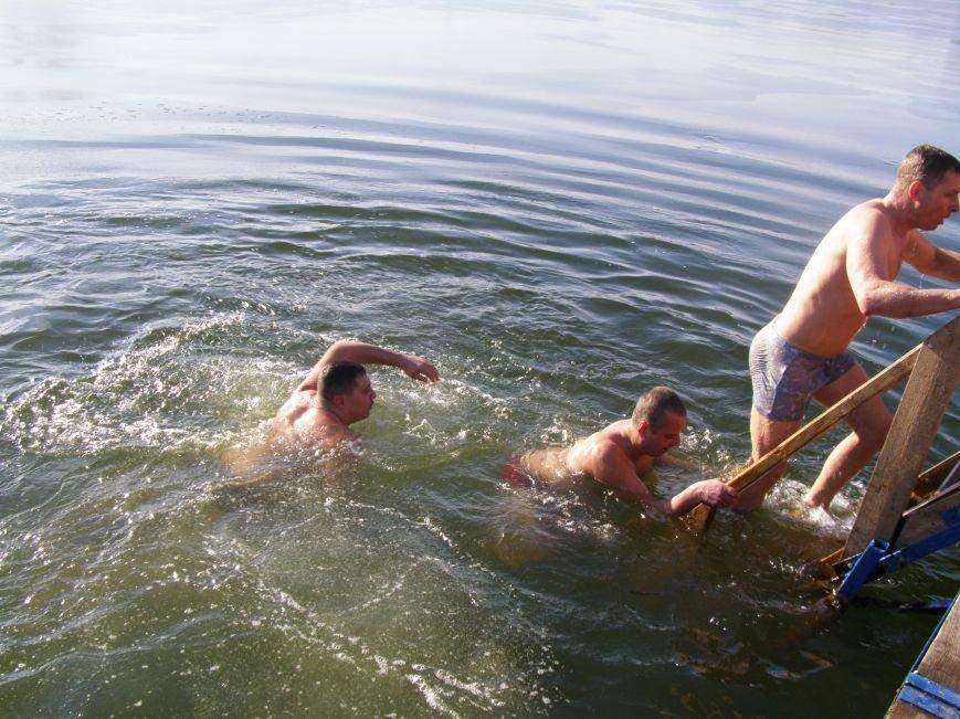 Жители Красноармейска окунулись в ледяную воду (Фото), фото-4