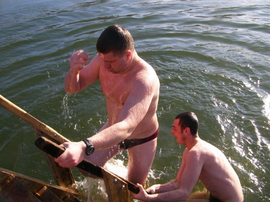 Жители Красноармейска окунулись в ледяную воду (Фото), фото-2