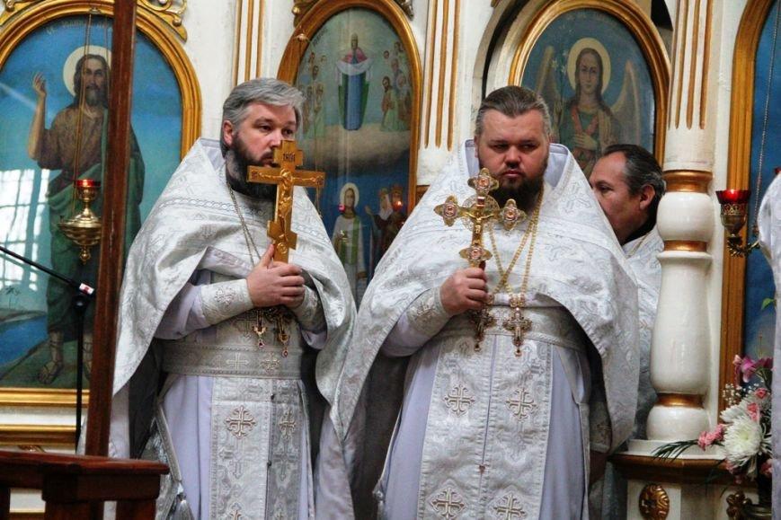 Архиепископ Митрофан совершил литургию в артемовском храме в День памяти Иоанна Крестителя (ФОТО + ВИДЕО), фото-8