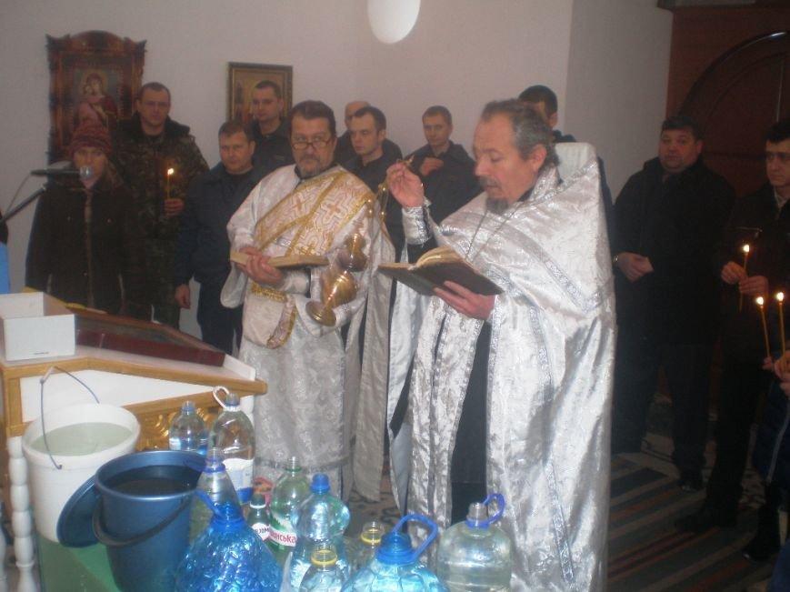 На Крещение за стенами Артемовского СИЗО заключенные и сотрудники освятили воду, фото-1