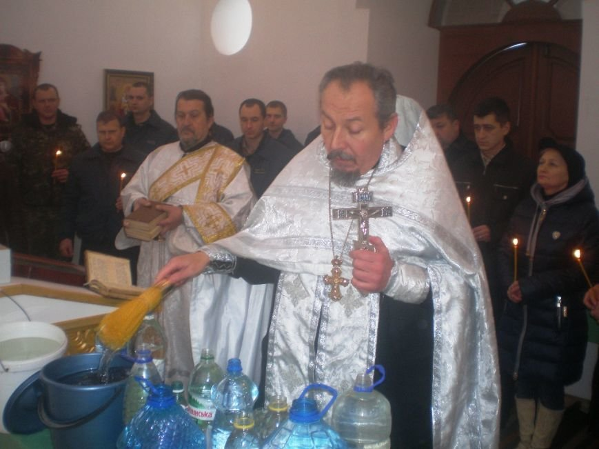 На Крещение за стенами Артемовского СИЗО заключенные и сотрудники освятили воду, фото-2