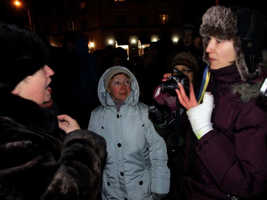 "В Донецке ""титушки"" закидали яйцами и презервативами активистов Евромайдана и ранили журналиста (фото, видео), фото-3"