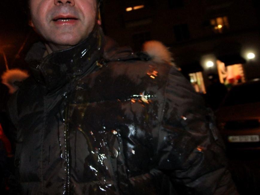 "В Донецке ""титушки"" закидали яйцами и презервативами активистов Евромайдана и ранили журналиста (фото, видео), фото-4"