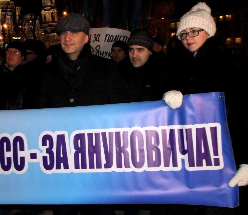 "В Донецке ""титушки"" закидали яйцами и презервативами активистов Евромайдана и ранили журналиста (фото, видео), фото-2"