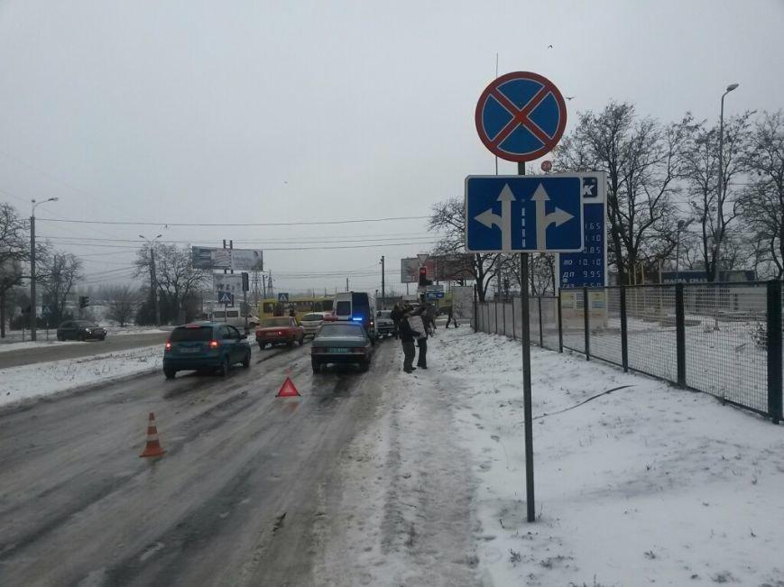 В Мариуполе грузовой микроавтобус ударил россиянина на «Волге» (ФОТО), фото-4