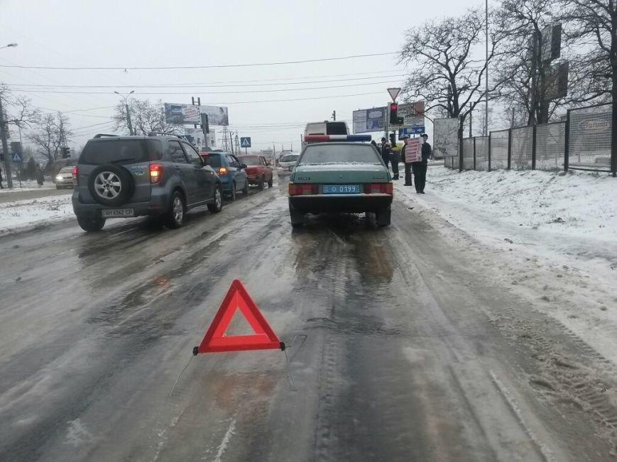 В Мариуполе грузовой микроавтобус ударил россиянина на «Волге» (ФОТО), фото-5