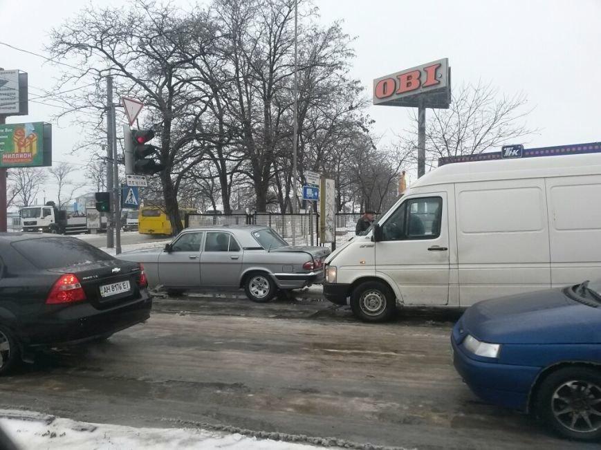 В Мариуполе грузовой микроавтобус ударил россиянина на «Волге» (ФОТО), фото-2