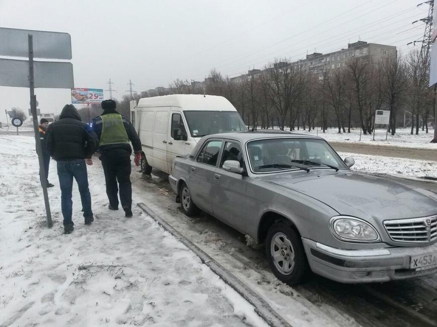 В Мариуполе грузовой микроавтобус ударил россиянина на «Волге» (ФОТО), фото-3