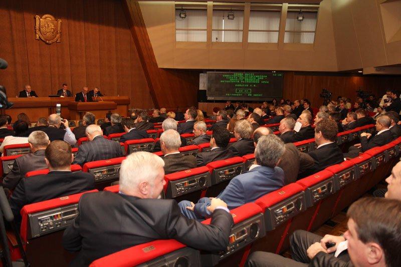 Скандал в крымском парламенте: депутаты обозвали друг друга «идиотом» и «политическим импотентом» (ФОТО), фото-1