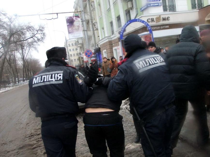 В Донецке обливали краской и забрасывали льдом участников Евромайдана и журналистов - милиция нарушений не заметила (фото), фото-3