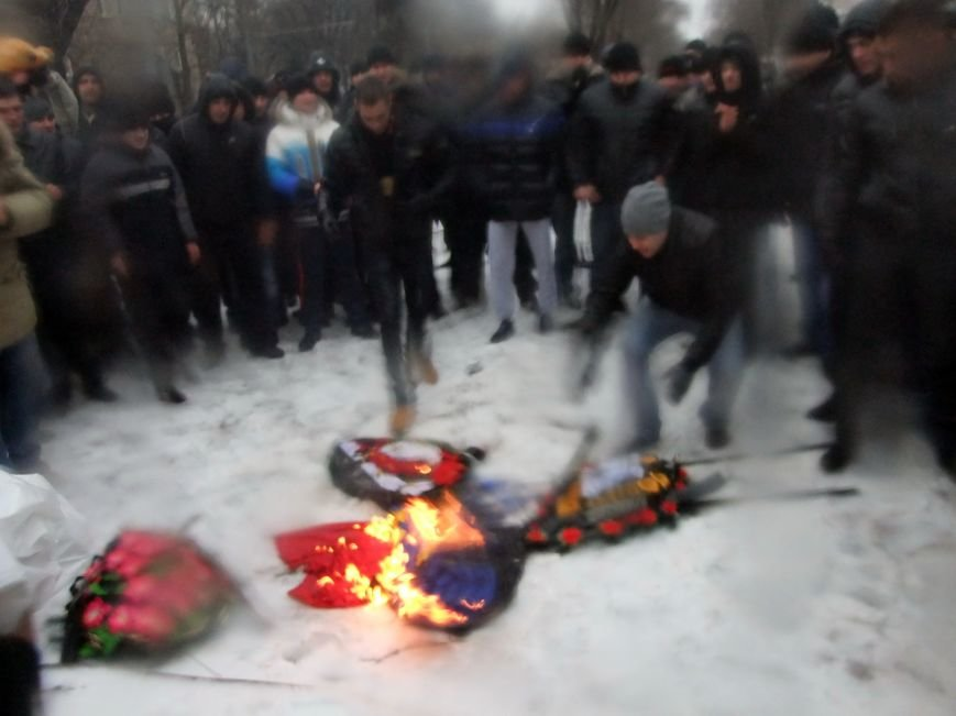 В Донецке обливали краской и забрасывали льдом участников Евромайдана и журналистов - милиция нарушений не заметила (фото), фото-6