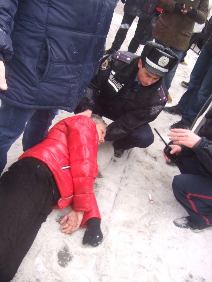 В Донецке обливали краской и забрасывали льдом участников Евромайдана и журналистов - милиция нарушений не заметила (фото), фото-1