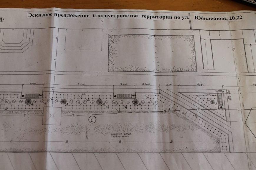 В горсовете готовятся благоустроить три тротуара с созданием зон отдыха и клумбами, фото-2
