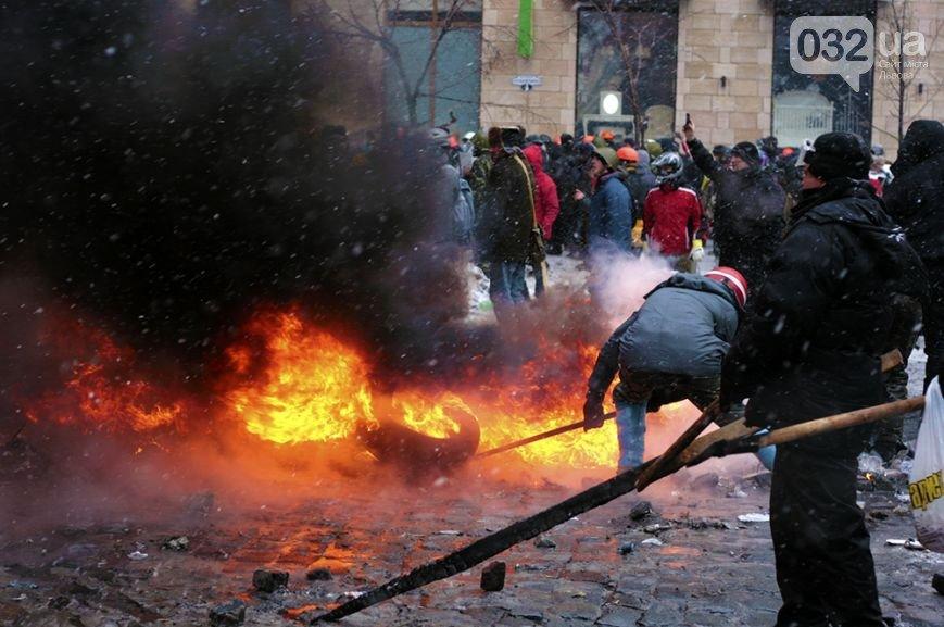 ФОТОРЕПОРТАЖ: бої в Києві, друга половина дня. З початку протистояння 2000 поранених, 4 загиблих, фото-3