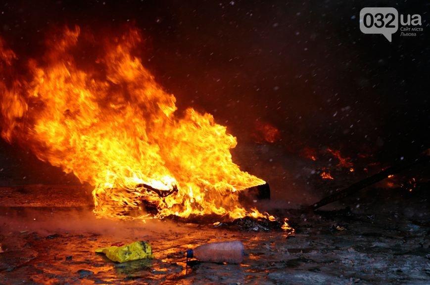 ФОТОРЕПОРТАЖ: бої в Києві, друга половина дня. З початку протистояння 2000 поранених, 4 загиблих, фото-4
