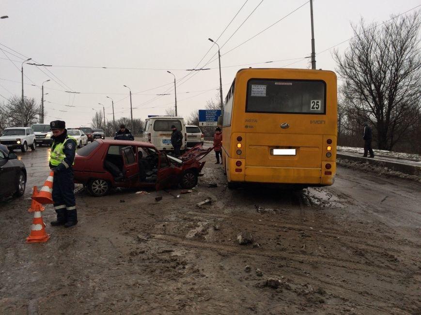 В Донецке в маршрутку врезалась «Таврия» - пострадали четыре человека (фото), фото-2