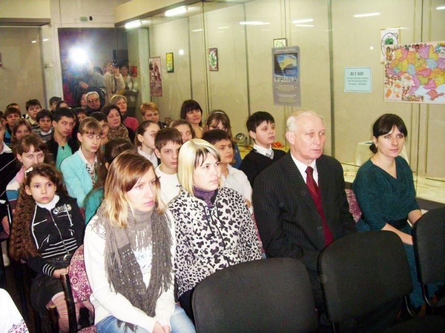 В День Соборности красноармейские чиновники культурно просвещались и возлагали цветы, фото-1
