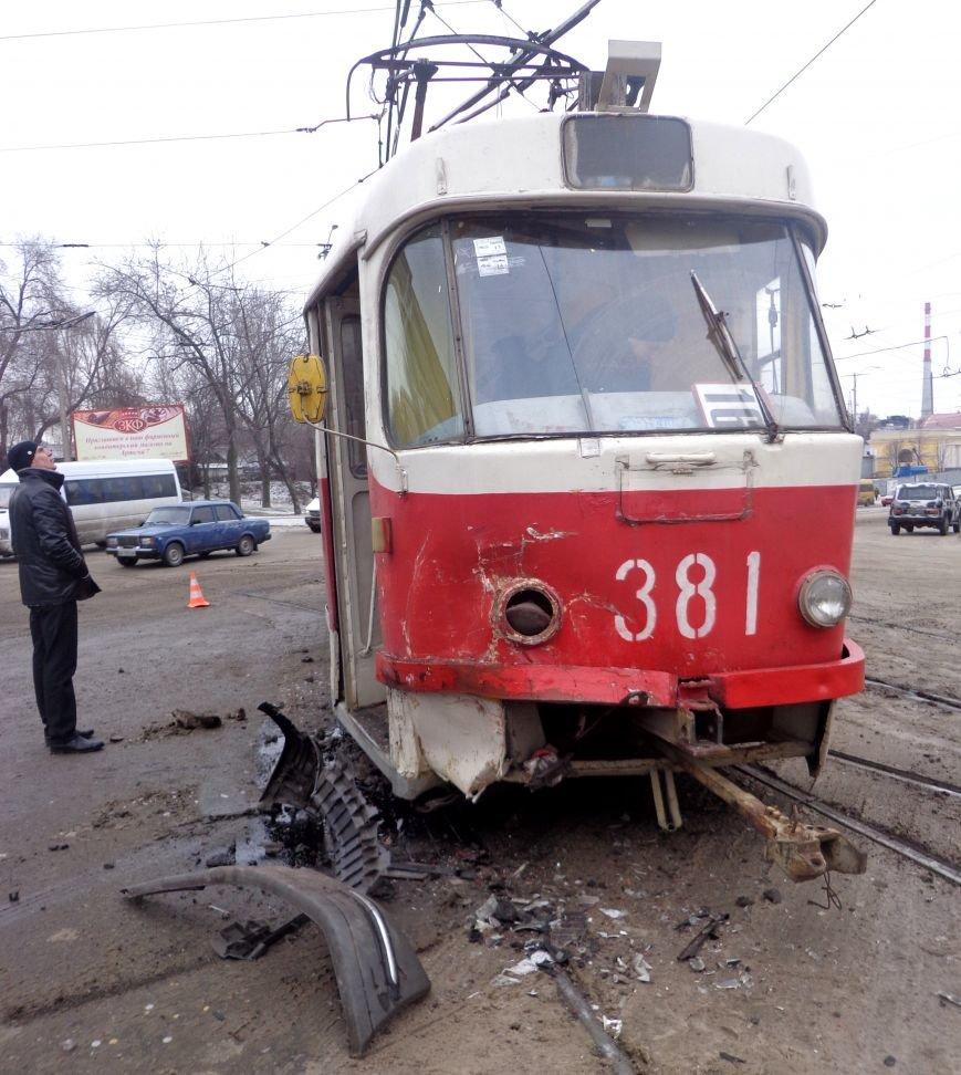 ФОТОРЕПОРТАЖ: В Запорожье маршрутка протаранила трамвай, фото-9