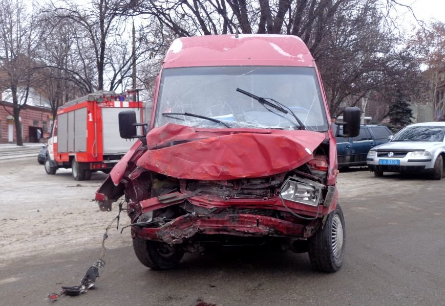 ФОТОРЕПОРТАЖ: В Запорожье маршрутка протаранила трамвай, фото-7