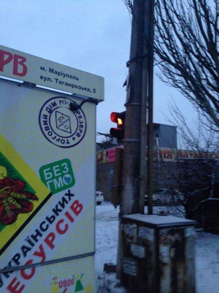 В Мариуполе колбасный киоск «встал» на пути пешеходов (Фотофакт), фото-2