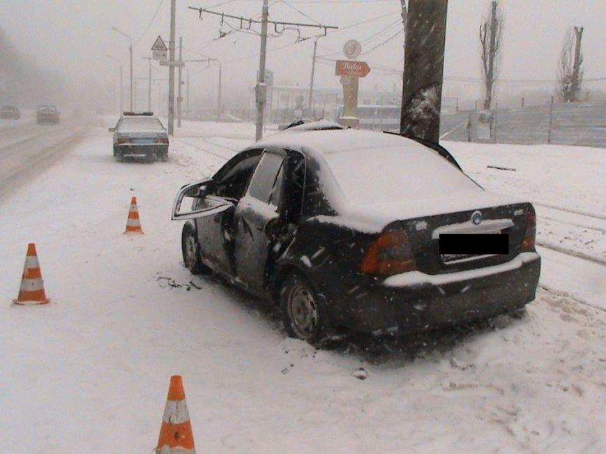 На улице Шевченко иномарка влетела в столб: пострадали два человека (ФОТО), фото-3