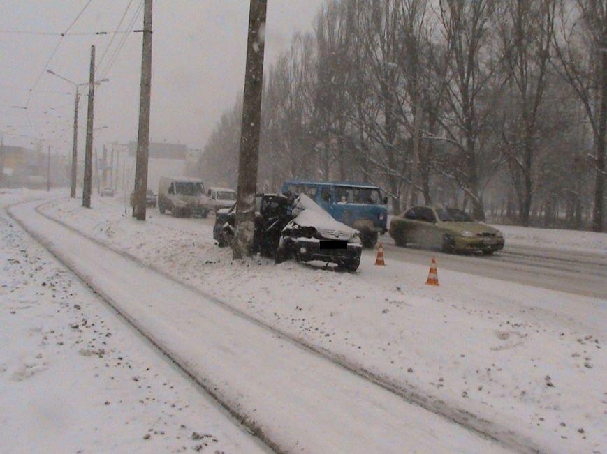На улице Шевченко иномарка влетела в столб: пострадали два человека (ФОТО), фото-7