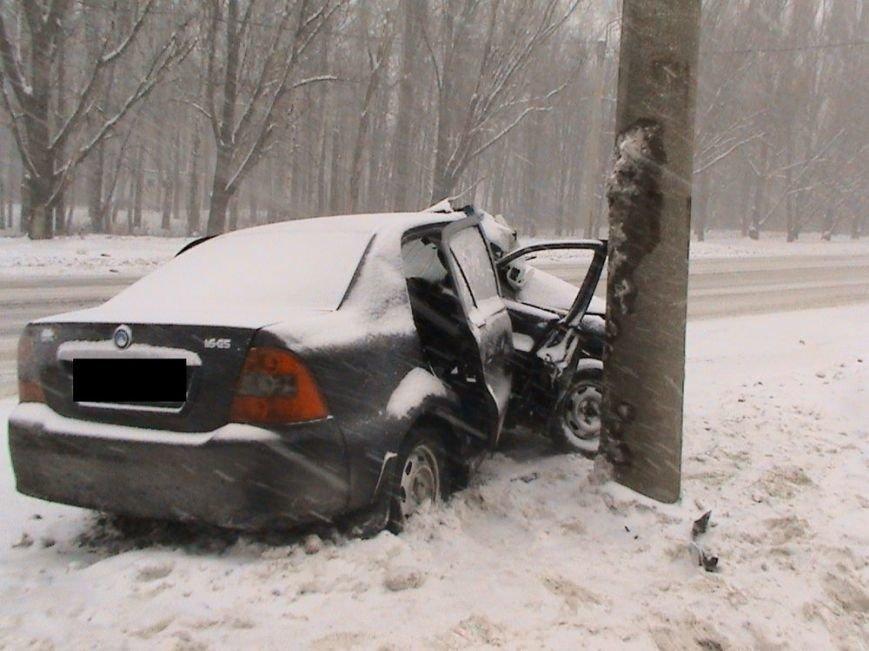 На улице Шевченко иномарка влетела в столб: пострадали два человека (ФОТО), фото-4