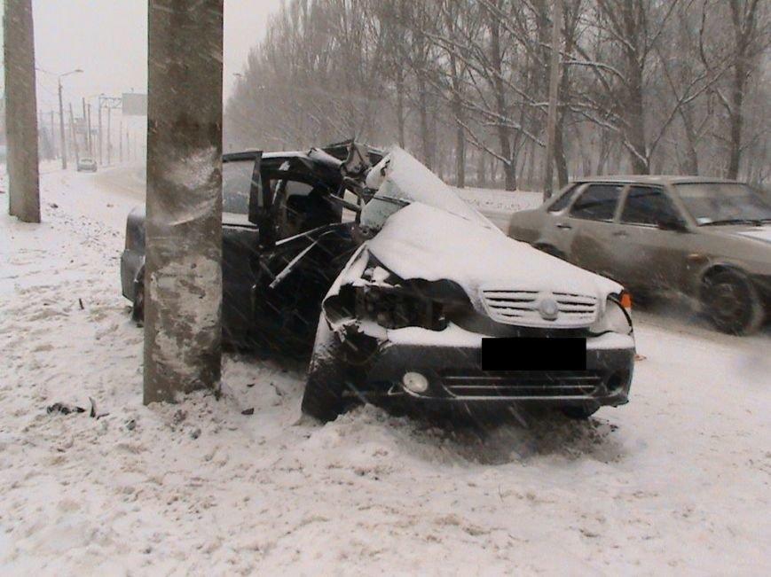 На улице Шевченко иномарка влетела в столб: пострадали два человека (ФОТО), фото-6