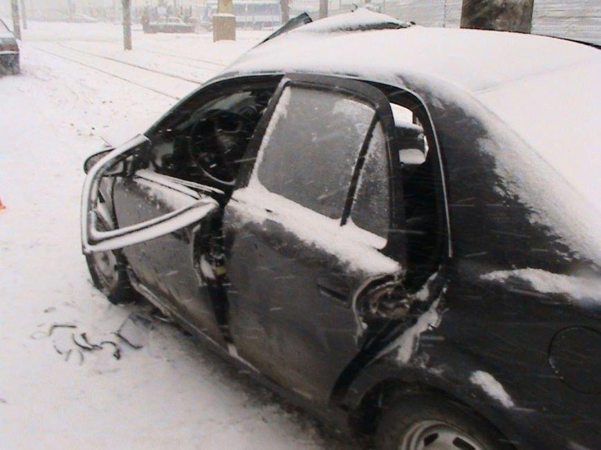 На улице Шевченко иномарка влетела в столб: пострадали два человека (ФОТО), фото-2