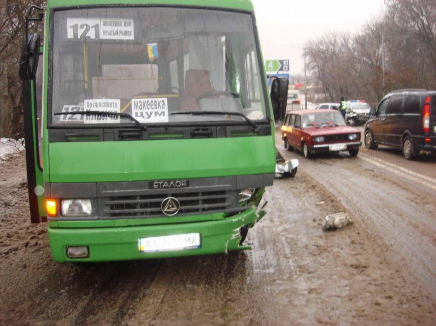 Автобус «Макеевка-Донецк» попал в тройное ДТП - пострадали пассажиры (фото), фото-1