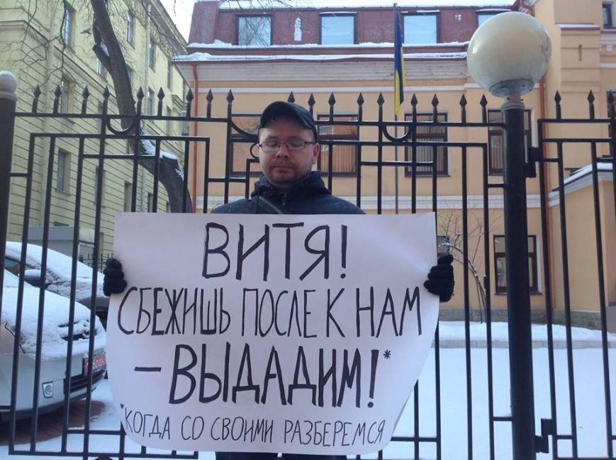 «Президентское кресло важнее жизни людей?»: в Северной столице России поддержали украинскую революцию (фото), фото-2