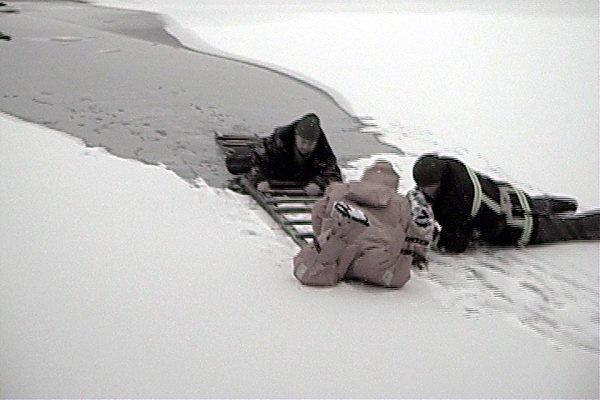 У Тернополі з крижаної купелі врятовано рибалку, який провалився під лід (фото, відео), фото-3