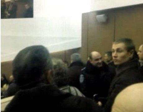 Беспорядки в регионах продолжаются и подбираются ближе к востоку Украины: в Сумах демонстранты ворвались в областной совет (ФОТО, ВИДЕО), фото-1