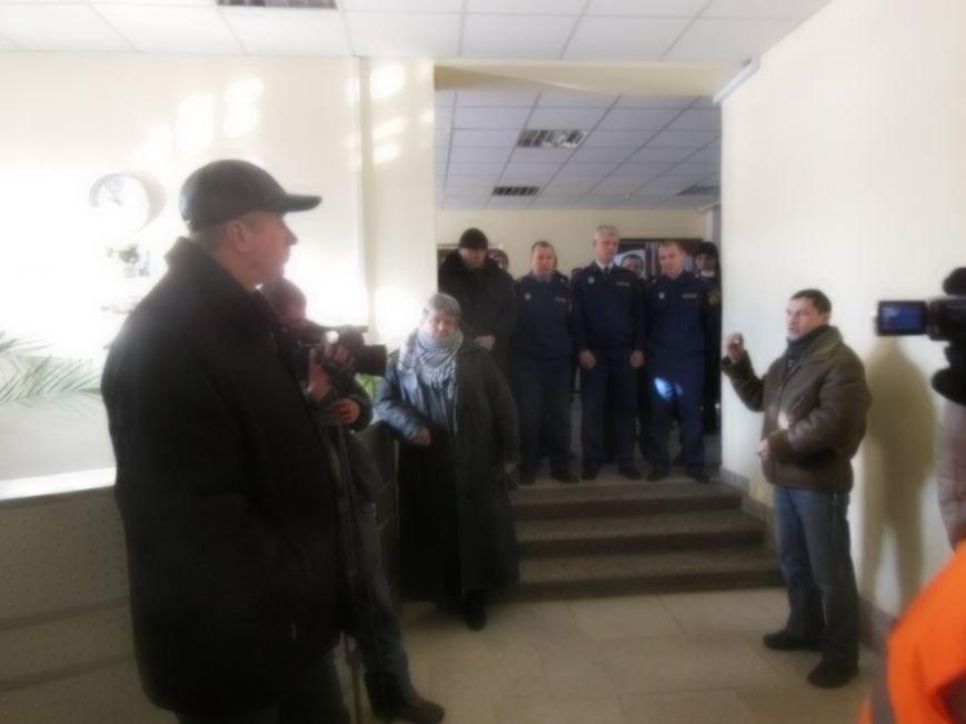 Оппозиция в Днепродзержинске пыталась пройти на внеочередную сессию горсовета, фото-1