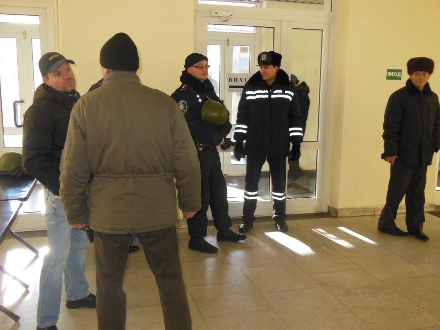 Оппозиция в Днепродзержинске пыталась пройти на внеочередную сессию горсовета, фото-2
