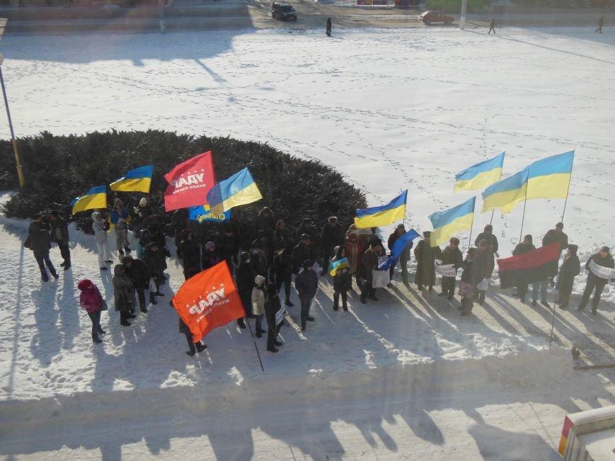 Оппозиция в Днепродзержинске пыталась пройти на внеочередную сессию горсовета, фото-4